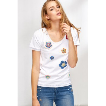 Camiseta con apliques de flores y tachuelas Lolitas