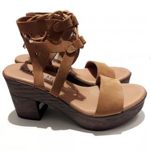 Sandalias de tacón atadas al tobillo